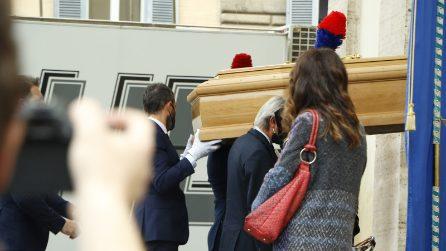 Funerali Gigi Proietti, il feretro nella Chiesa degli Artisti a Piazza del Popolo
