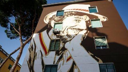Roma, inaugurato il murales al Tufello per Gigi Proietti