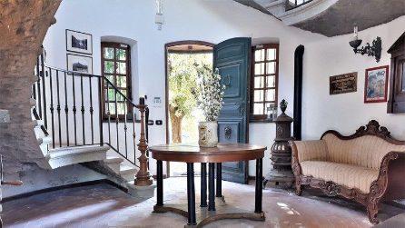 La villa di Vittorio Gassman è in vendita: 590 metri quadrati vista mare, piscina e campo da tennis