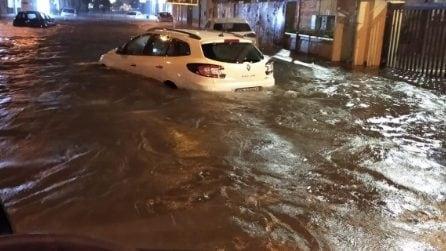 Bomba d'acqua nel Casertano, autista salva famiglia intrappolata