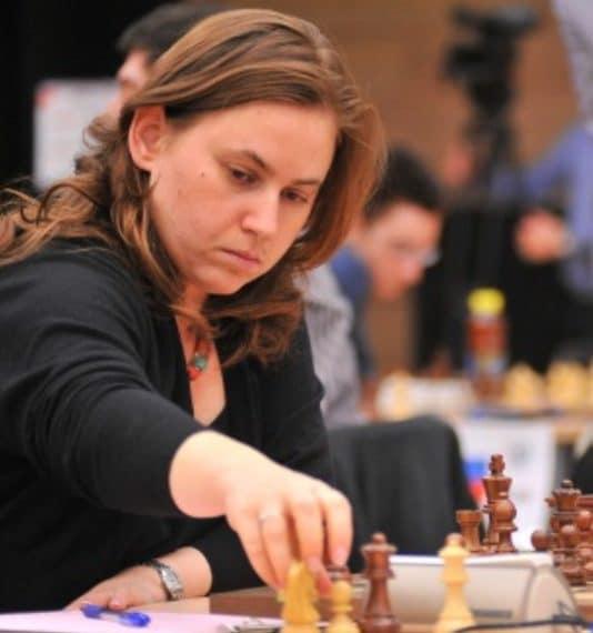 È certamente stata la donna più forte nel mondo degli scacchi e, a proposito di ranking, è stata stabilmente in cima alla Top 10 generale pur non avendo mai vinto un Campionato mondiale femminile. Ha battuto anche Kasparov, quando era il numero 1.