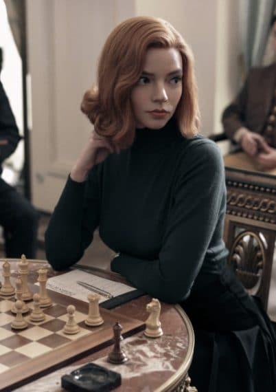 """La storia di Beth Harmon non è una storia vera. Il personaggio è stato creato dalla penna di Walter Tevis, romanziere che nel 1983 ha scritto il romanzo """"La regina degli scacchi""""."""