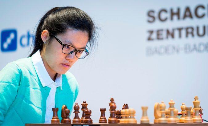 È l'attuale numero 1 degli scacchi nella categoria femminile.