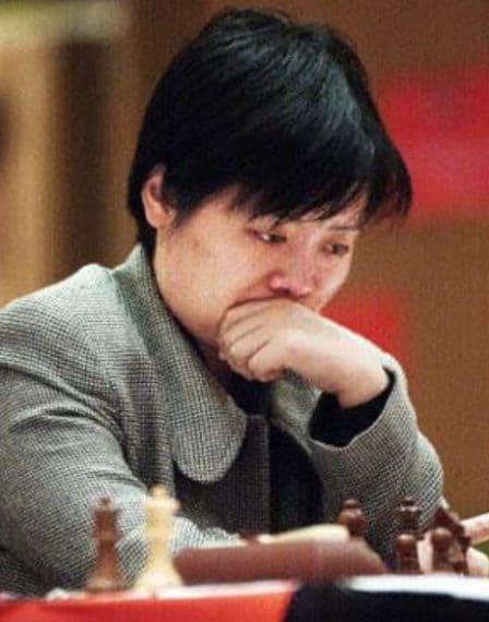Vinse il suo primo mondiale femminile nel 1991 togliendo il titolo a Maya Chiburdanidze.È considerata la cinese più forte di tutti i tempi.