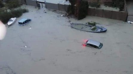 Crotone, violenta alluvione nella notte: auto sommerse