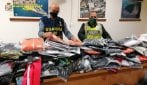 Capi d'abbigliamento falsi venduti su internet, maxi-sequestro nel Napoletano