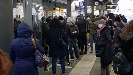 """""""Affollati e al freddo"""": protestano i pendolari Trenord della linea Milano-Gallarate"""