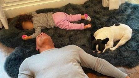 Gli scatti che mostrano quanto, stare a casa con i figli, sia bello ma anche sfiancante