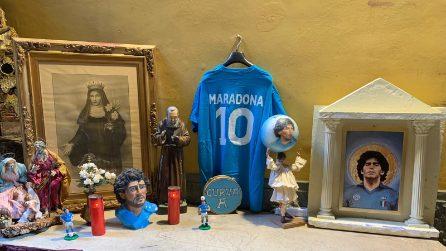 A San Gregorio Armeno il tempietto di Maradona, con i doni degli artigiani dei presepi