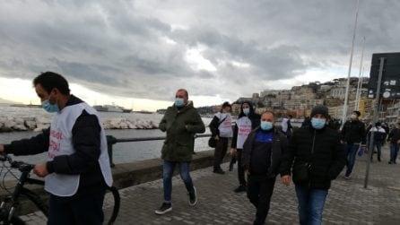 """Corteo degli operai Whirlpool sul Lungomare: """"Napoli non molla"""""""