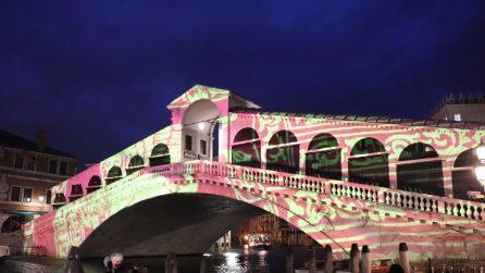 La magia del Natale a Venezia: spettacolo al Ponte di Rialto