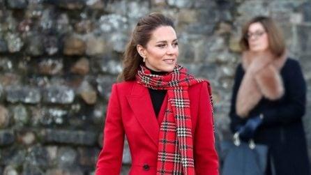 Look di Natale in rosso e tartan come Kate Middleton