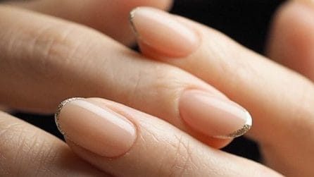 Micro french manicure
