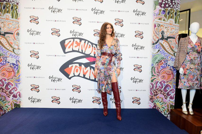 """L'attrice indossa gli stivali della sua collezione """"TommyxZendaya"""""""