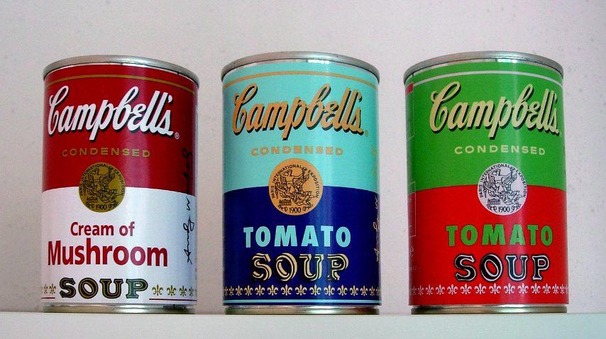 Si può pensare di donare un barattolo della Campbell's che non è solo una latta di pomodoro bensì quell'oggetto è un'immagine iconica di alcune delle più importanti opere d'arte di Andy Warhol per cui è come reglare un pezzo di storia dell'arte.