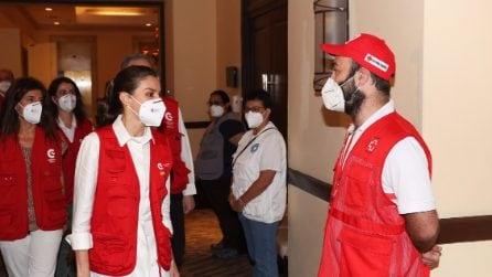 Il look casual di Letizia Ortiz nel suo viaggio umanitario