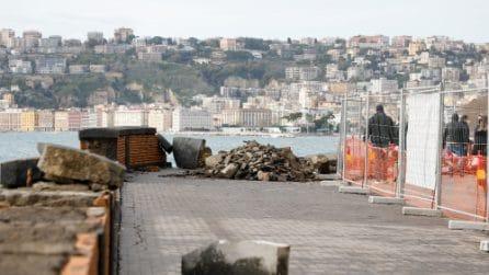 Maltempo a Napoli, una mareggiata causa molti danni sul Lungomare