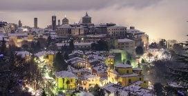 Bergamo innevata sembra un presepe