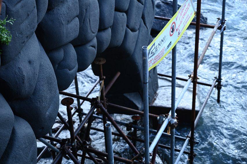 Il ponteggio danneggiato, foto del 1 gennaio 2021