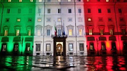 Il Tricolore illumina la facciata di Palazzo Chigi