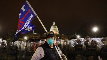 Dopo l'assalto al Congresso: la polizia caccia i manifestanti dal Campidoglio