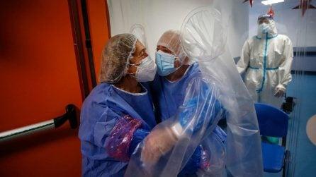 Roma, la tenda degli abbracci permette il contatto tra pazienti e familiari