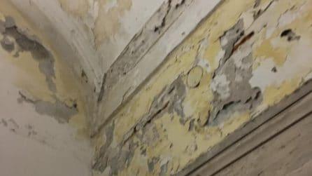 Ascensore di Chiaia sporco e abbandonato al degrado