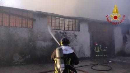 Incendio a Montoro, a fuoco deposito di pellami