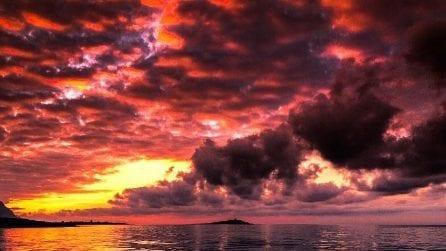 Cielo rosso a Palermo, le immagini del tramonto mozzafiato