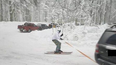 Sciatore trainato con l'auto, mette sui social le foto: multato il guidatore