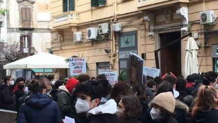 A Napoli protesta degli studenti davanti alla Regione Campania