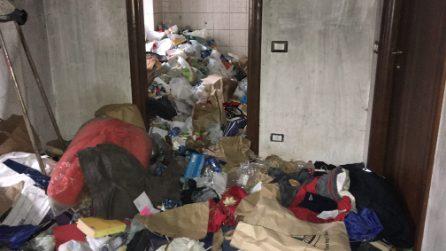 Feci e rifiuti nell'appartamento del vicino, l'incubo di un'inquilina delle case Aler a Milano