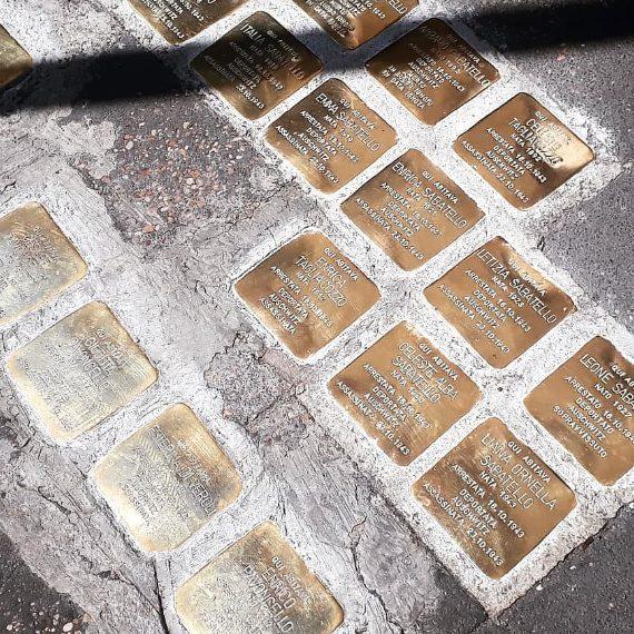 Pietre d'inciampo a via del Portico d'Ottavia n.13.