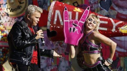 Miley Cyrus, i look a tema per il Super Bowl 2021
