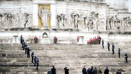 Giorno del ricordo, Raggi depone corona all'Altare della Patria