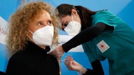 Fiumicino, i primi vaccini nel mega centro dell'aeroporto: via con le dosi Astrazeneca