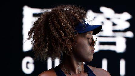Australian Open, una farfalla interrompe il match: momento tenero per Naomi Osaka
