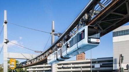 I nuovi treni della stazione sospesa più antica del mondo