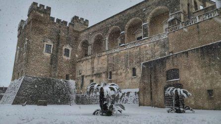 Nevica in Puglia: il bellissimo paesaggio innevato interno al Castello di Mesagne