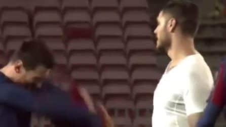 Lo scambio della maglia tra Messi e Icardi dopo Barcellona-Psg