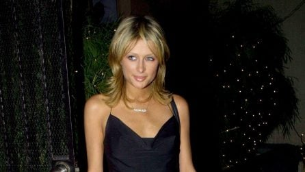 Paris Hilton, i look iconici dell'ereditiera