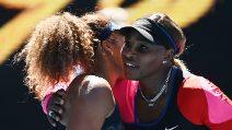 Osaka batte Williams e vola in finale agli Australian Open: bello l'abbraccio tra le due a fine partita