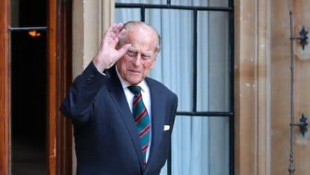 Lo stile impeccabile del principe Filippo, dalla Marina al polo