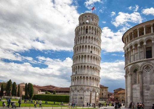"""A Pisa tutti conoscono la """"torre pendente"""" di Piazza Duomo. In pochi però sanno dell'esistenza di altre 2 """"torri pendenti"""""""