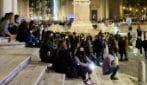 Roma, adolescenti in Piazza del Popolo: così si cerca di contenere il contagio