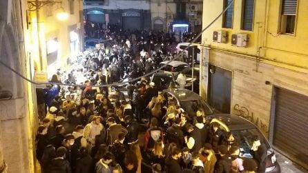 Caos movida a Napoli, in migliaia in piazza, feste sul Lungomare, pub aperti fino a tardi