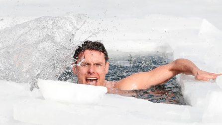Record del mondo di nuoto in apnea sotto il ghiaccio per David Vencl