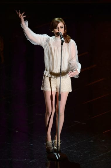 Camicetta bianca e shorts di pizzo