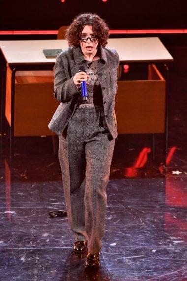 """Il look da """"professoressa"""" con un tailleur giacca e pantalone"""
