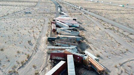 Un treno merci è deragliato nel deserto della California